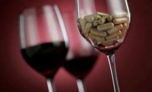 Антибиотики и бокал вина
