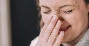 Вредно ли чихать в себя