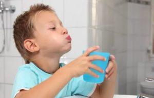 Чем полоскать горло для профилактики ребенку