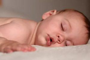Почему новорожденный часто дышит во сне