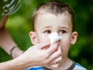 Как научить ребенка высмаркивать сопли