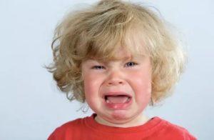 Ребенок рычит горлом