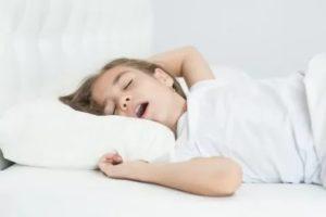 Ребенок громко дышит во сне