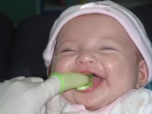 Как почистить язык от налета новорожденному