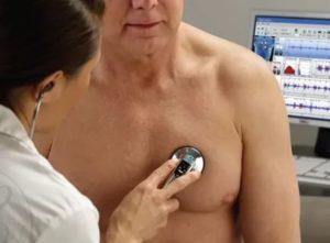 Прослушивание легких фонендоскопом