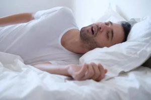 Перестаю дышать когда засыпаю