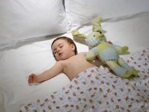 Ребенок спит при высокой температуре