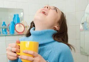 Можно ли парить ноги если болит горло