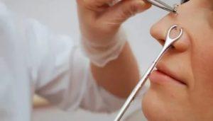 Как прокалывают нос в салоне