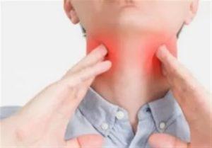 Болит горло в одной точке
