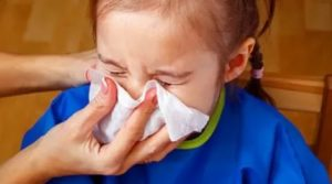 Сопли и чихание у ребенка без температуры